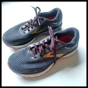Brooks Adrenaline GTS 18 Running Shoe.  Mens 8